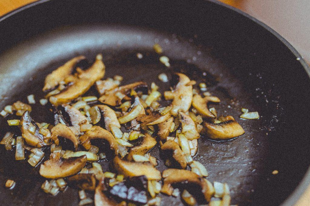 熱伝導で美味しく作れるフライパン